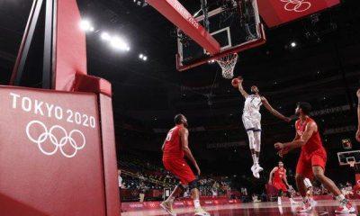 Kevin Durant va a por un tiro