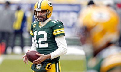 24 de enero de 2021;  Green Bay, Wisconsin, Estados Unidos;  El mariscal de campo de los Green Bay Packers, Aaron Rodgers (12), calienta antes de jugar contra los Tampa Bay Buccaneers en el Lambeau Field.  Crédito obligatorio: Jeff Hanisch-USA TODAY Sports