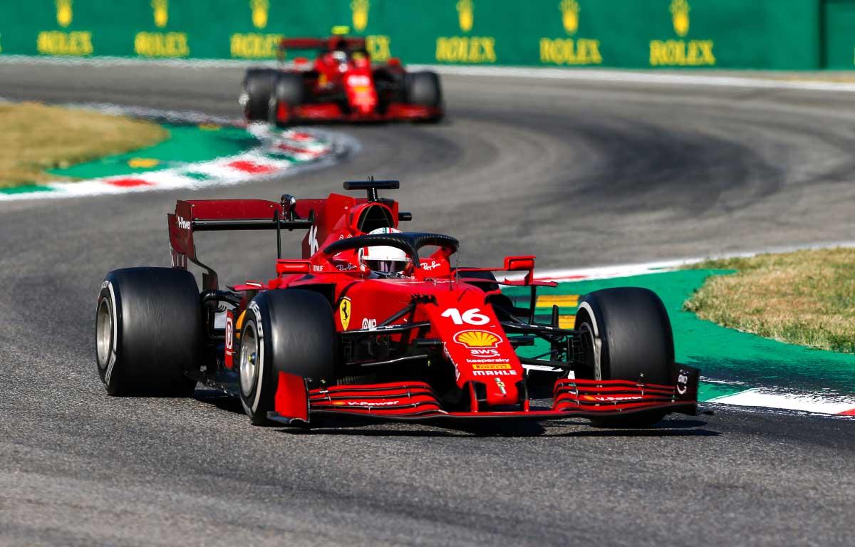 Los pilotos de Ferrari Charles Leclerc y Carlos Sainz.  GP de Italia 2021.