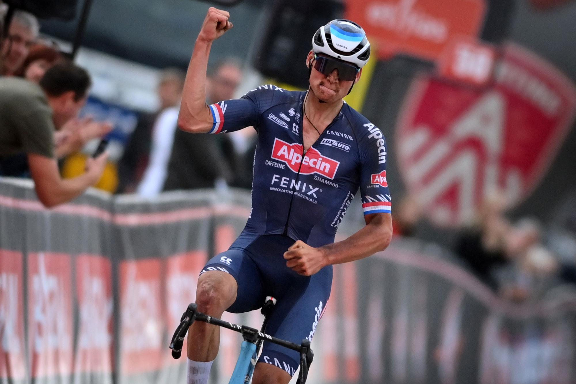 Mathieu van der Poel se centró en la París-Roubaix, pero el entrenador mantiene su plaza en los Campeonatos del Mundo