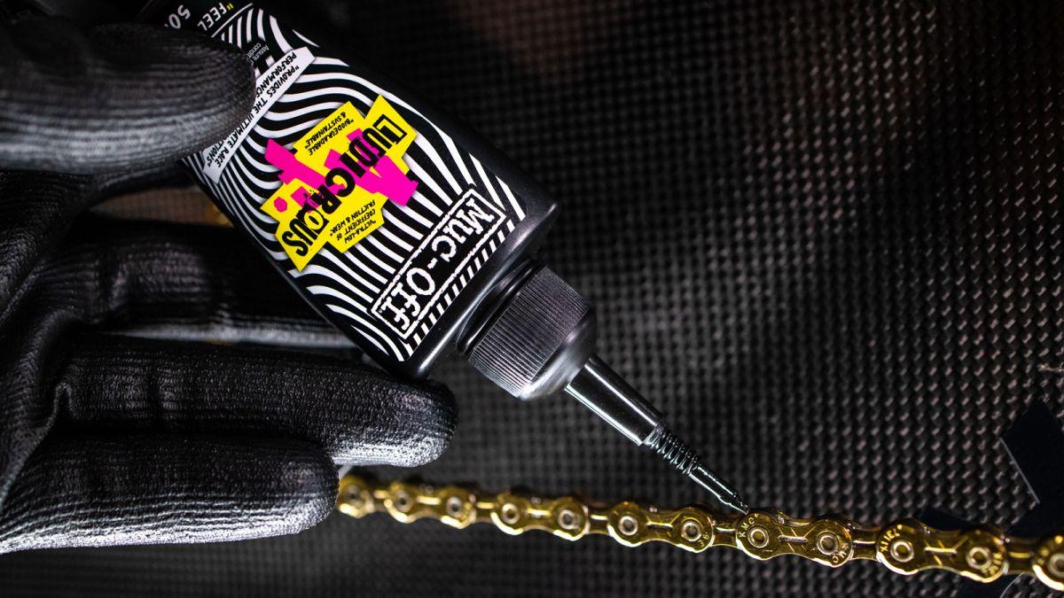 Muc-off afirma que ha fabricado el lubricante para cadenas más rápido del mundo