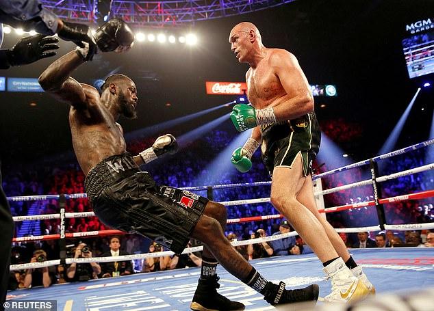Tyson Fury (derecha) ha revelado que habría sido demandado por $ 80 millones si hubiera evitado una pelea de trilogía con Deontay Wilder (izquierda) en busca de una pelea indiscutible con Anthony Joshua.