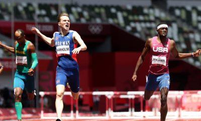 TOKIO, JAPÓN - 3 DE AGOSTO: Karsten Warholm del equipo de Noruega termina primero por delante de Rai Benjamin del equipo de Estados Unidos en la final masculina de 400 m vallas el día once de los Juegos Olímpicos de Tokio 2020 en el Estadio Olímpico el 3 de agosto de 2021 en Tokio, Japón.  (Foto de Michael Steele / Getty Images)