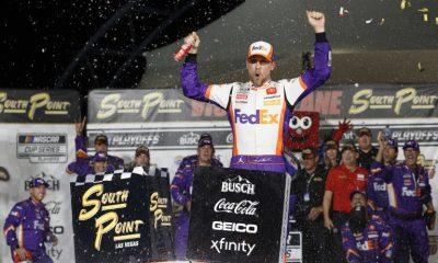 Danny Hamlin en el carril de la victoria en Las Vegas Motor Speedway - NASCAR Cup Series