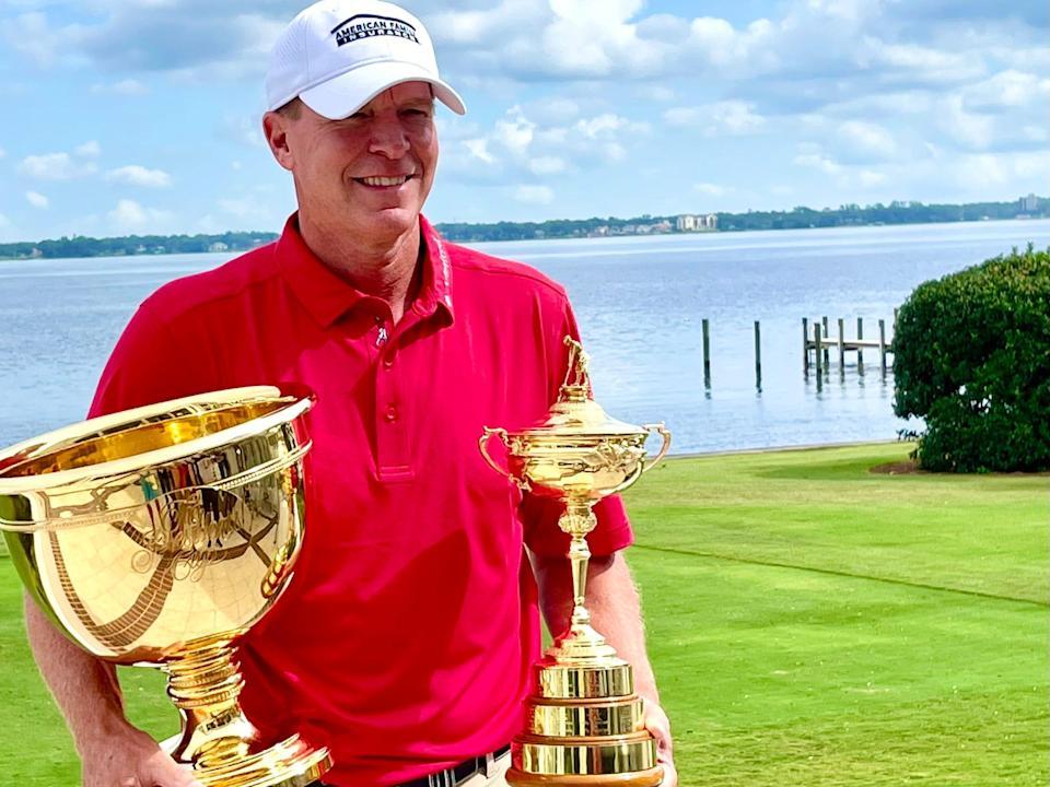 El capitán de la Ryder Cup de EE. UU., Steve Stricker, lleva hardware al evento de campeones del PGA Tour