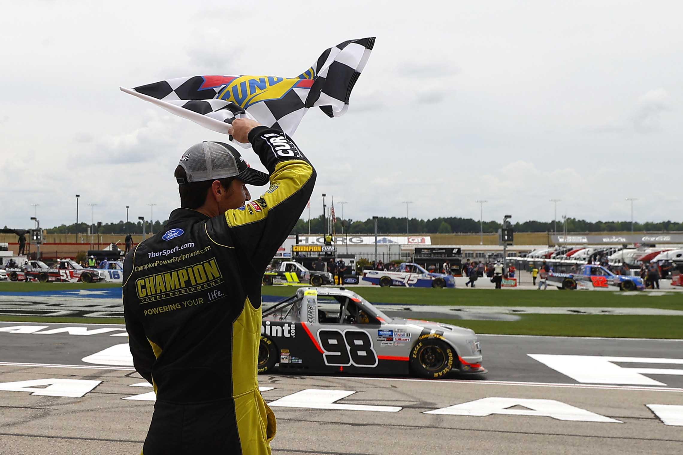 Grant Enfinger firma el nuevo equipo de NASCAR para 2022