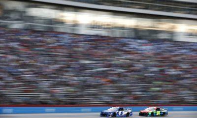 Kyle Larson mantiene a raya a su compañero de equipo William Byron por la victoria en Texas y gana un boleto para la carrera por el campeonato en Phoenix