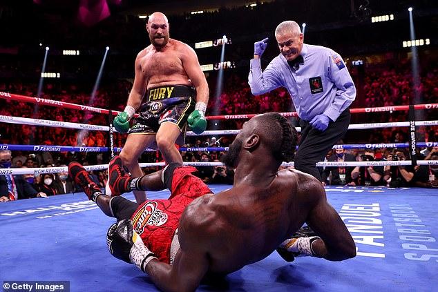Tyson Fury retuvo su cinturón del CMB con una victoria por detención en el undécimo asalto sobre Deontay Wilder