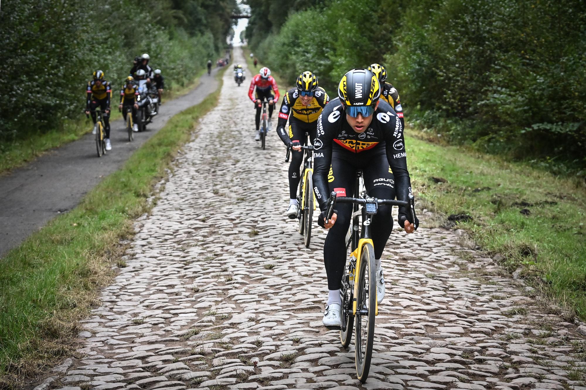La saga de Wout van Aert y Remco Evenepoel continúa mientras el campeón belga busca recuperarse en Roubaix