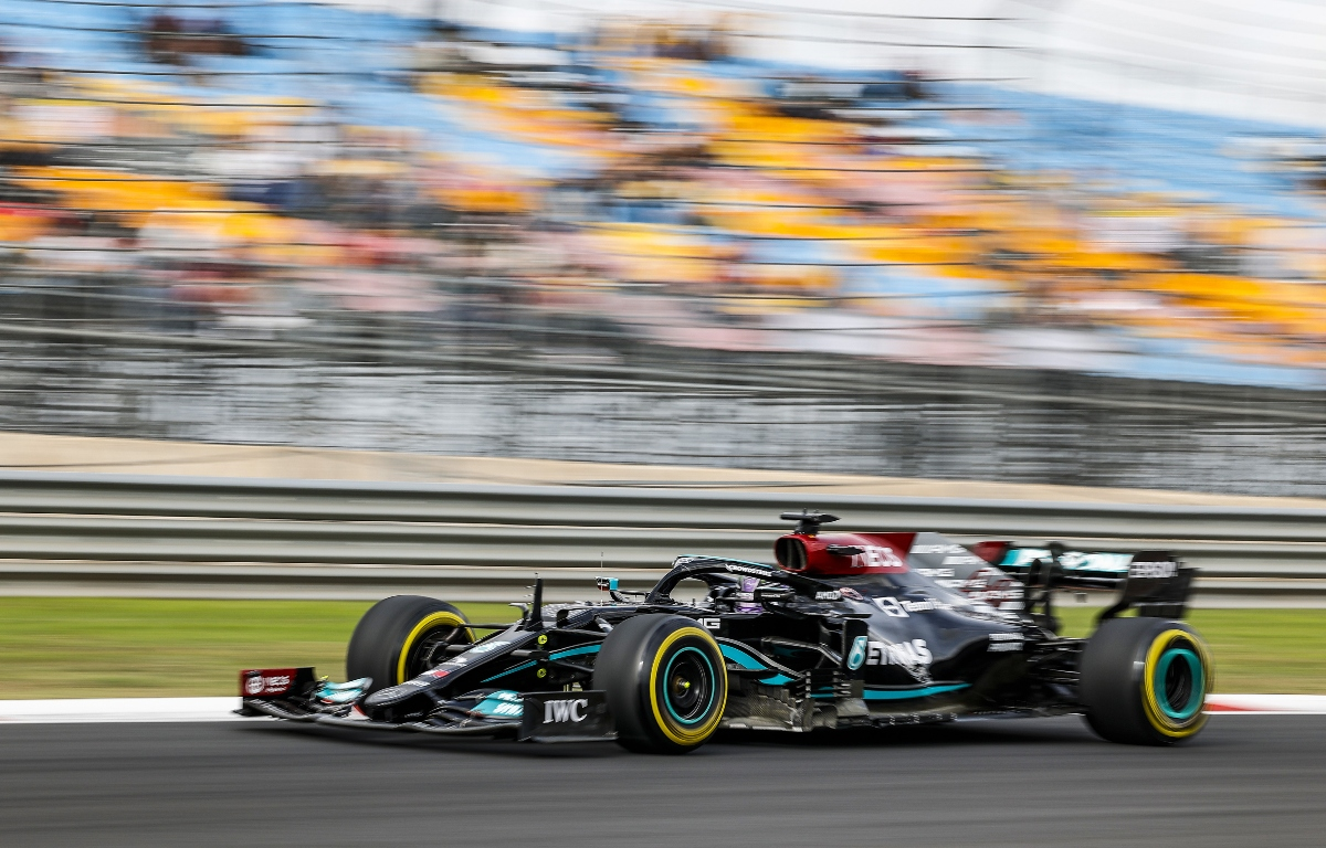 Lewis Hamilton conduciendo en Istanbul Park.  Turquía octubre de 2021