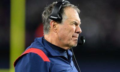El entrenador en jefe de los New England Patriots, Bill Belichick, observa una jugada contra los Dallas Cowboys durante la segunda mitad en el Gillette Stadium.