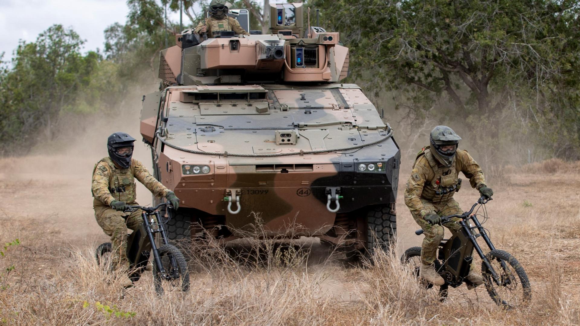 Los militares australianos están probando bicicletas eléctricas furtivas en el campo de batalla