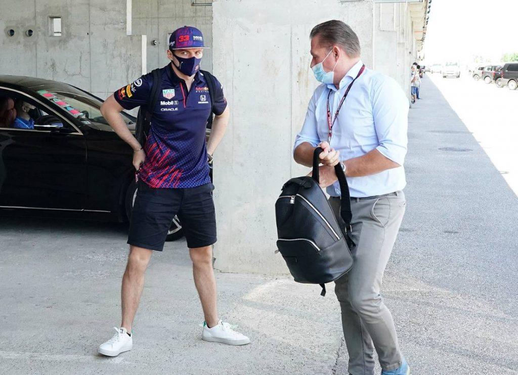 Max y Jos Verstappen en un aparcamiento del GP de Hungría.  Hungaroring julio de 2021.