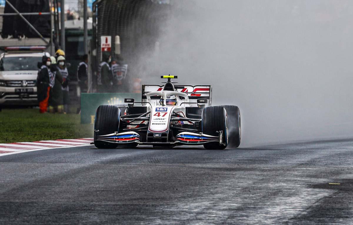 Mick Schumacher disfrutó de dominar las duras condiciones en la carrera hacia la Q2 en Turquía