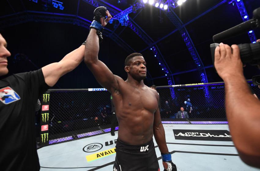 ABU DHABI, EMIRATOS ÁRABES UNIDOS - 24 DE OCTUBRE: En esta imagen proporcionada por UFC, Phillip Hawes celebra su victoria por KO sobre Jacob Malkoun de Australia en su pelea de peso mediano durante el evento UFC 254 el 24 de octubre de 2020 en UFC Fight Island, Abu Dhabi , Emiratos Árabes Unidos.  (Foto de Josh Hedges / Zuffa LLC a través de Getty Images)